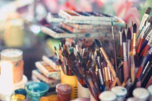 peintures et les pinceaux